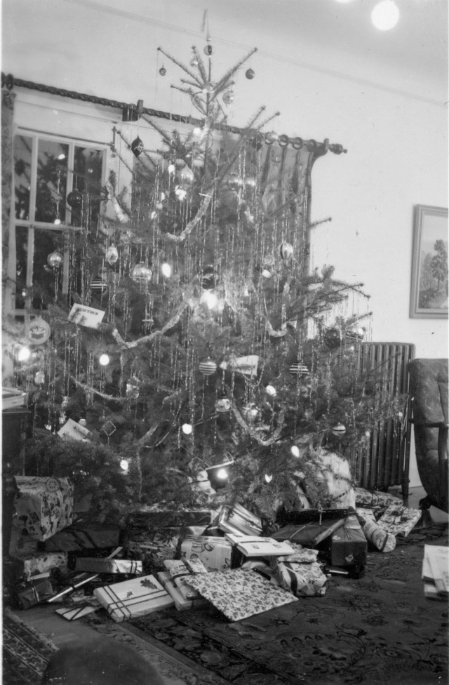 Christmas tree in Yakima 1947