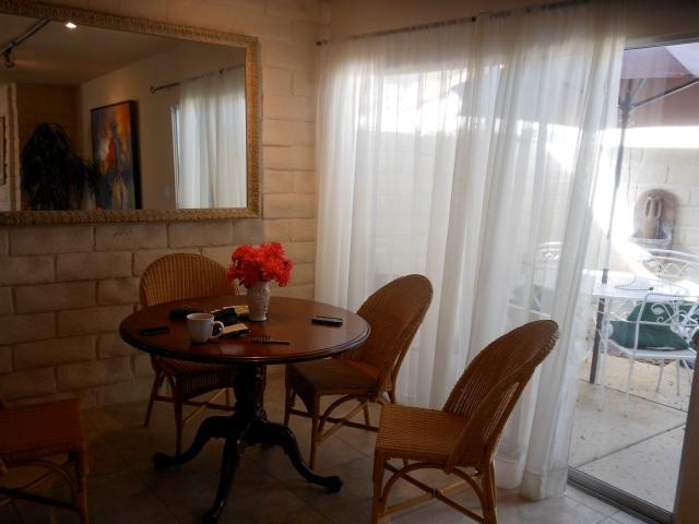 condo-dining-room
