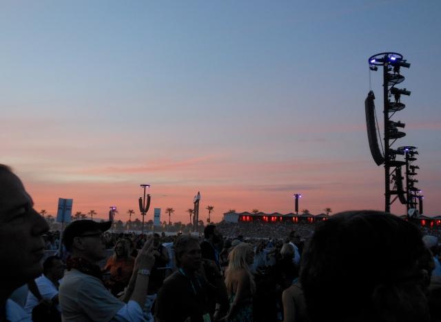 desert-trip-crowd-sunset