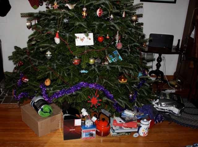 unwrapped-presnts-under-tree