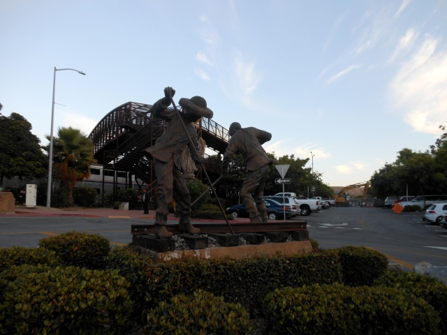 statue of Chinese railroad workers