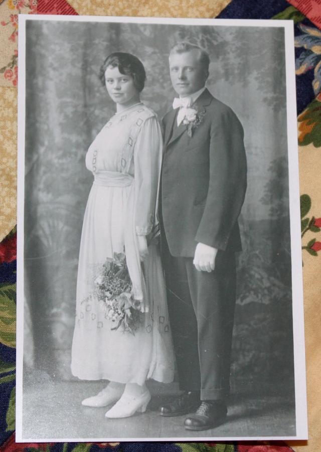 Emil & Elin Johnson wedding photo flash.JPG