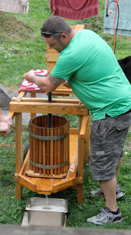 Russ pressing apples