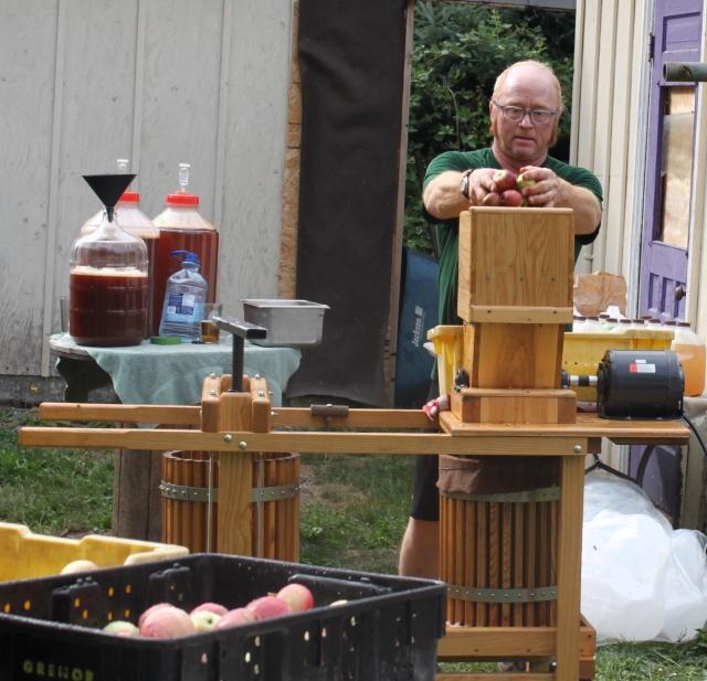 Tom grinding apples_2